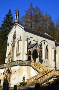 Svatý Jan pod Skalou je krásné poutní místo - Kostelík se hřbitovem
