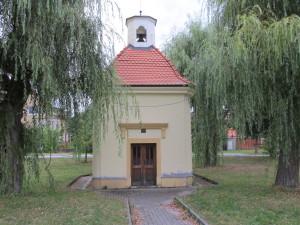 Třemošná_-_kaplička-300x225