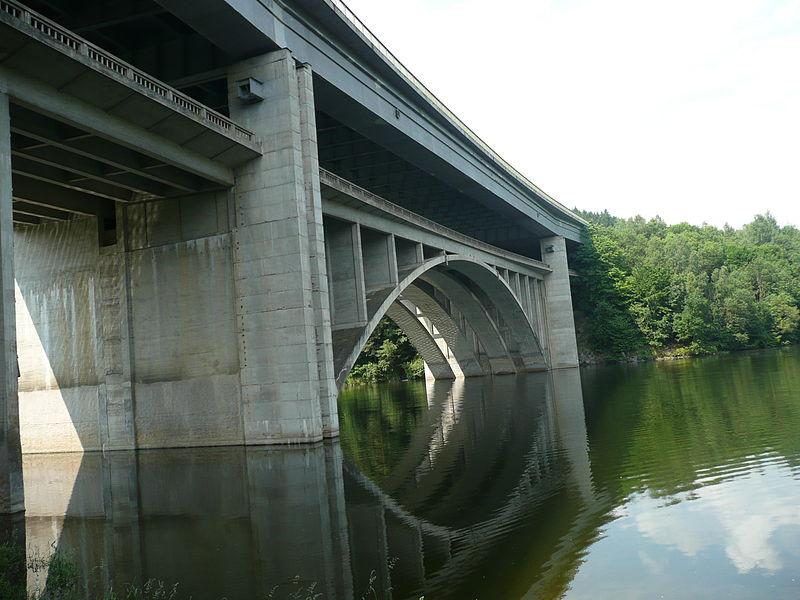 800px-Silniční_most_dálniční_Vojslavický_2