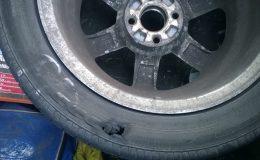 Tragikomedie s příchutí píchnuté pneumatiky